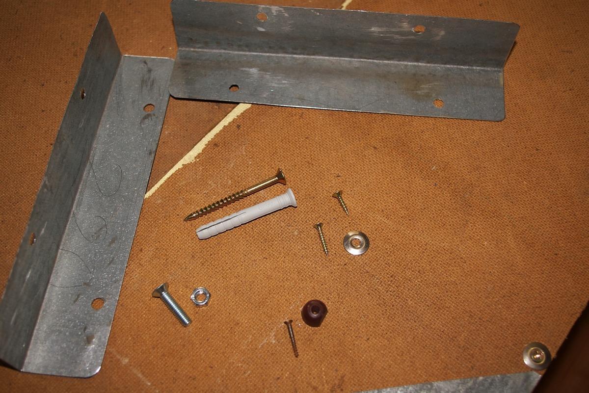 Фрезенкови болтове, ъгли, винтове ... необходими материали за окачения шкаф