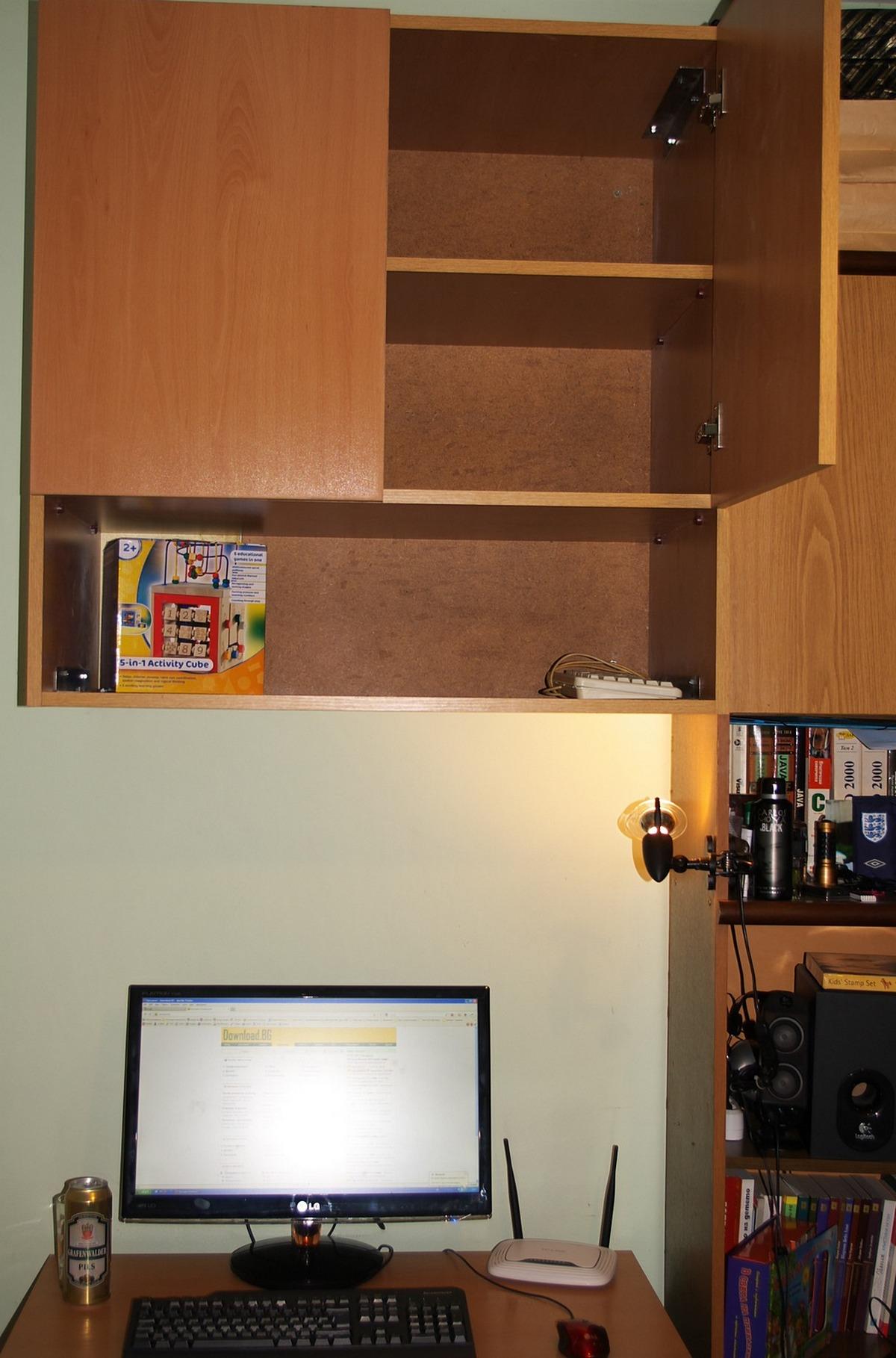 Готовия окачен шкаф за стената