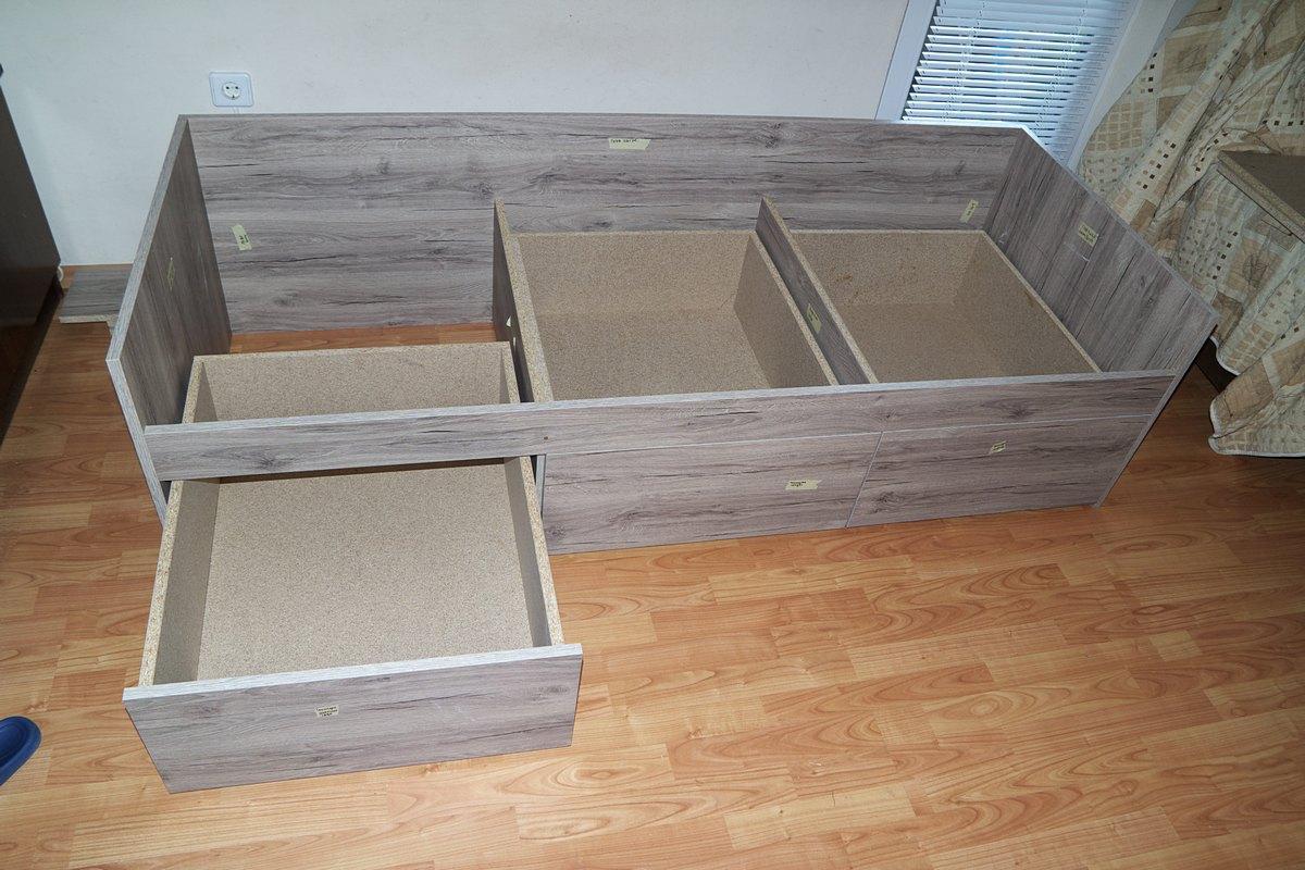 Детско легло - монтиране на чекмеджета